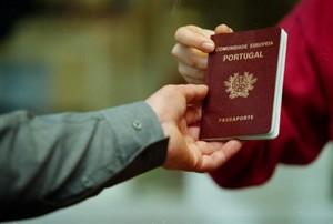 Passaporte em mãos