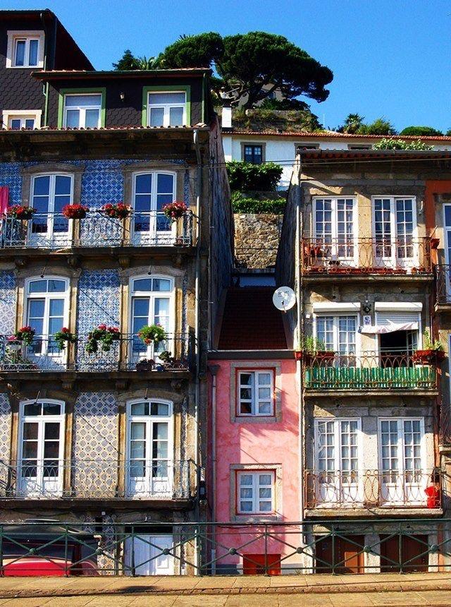 Uma casinha cor-de-rosa - Porto, Portugal.